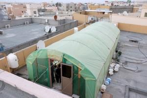 بحريني يواجه شح الأراضي الزراعية بإقامة محمية فوق سطح منزله