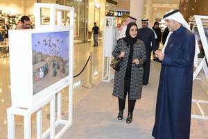الجودر يفتتح معرض صور الشباب العربي