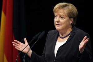 ميركل تروج لسياسة اللجوء في مواجهة انتقادات حزبها الديمقراطي