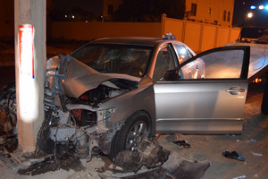 بالصور ... إصابة شخص بتدهور سيارة بالرفاع