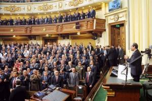 السيسي يعلن تسليم سلطة التشريع للبرلمان داعياً لدولة «مدنية حديثة»