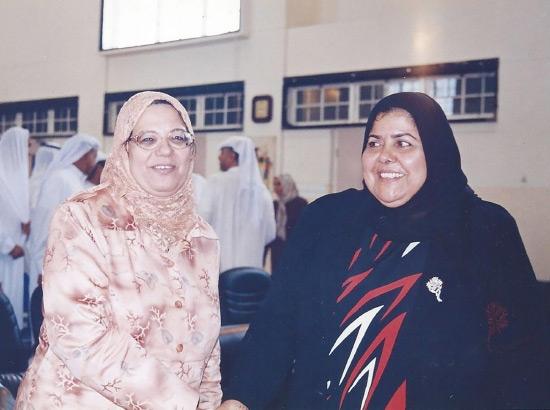 المرحومة مع عائشة عبدالغني - الوكيل المساعد للتعليم الخاص والمستمر سابقاً