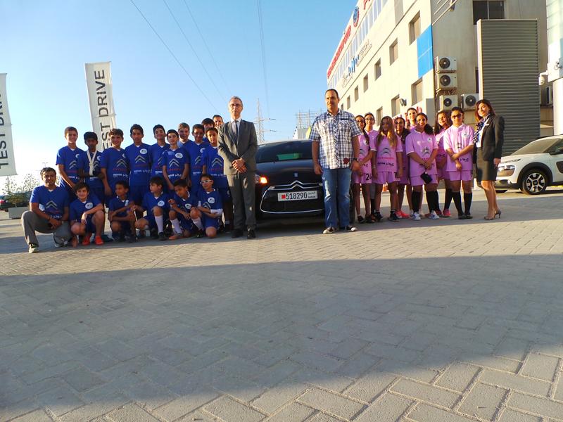فريق كرة القدم التابع للمدرسة الفرنسية مع وليد كانو