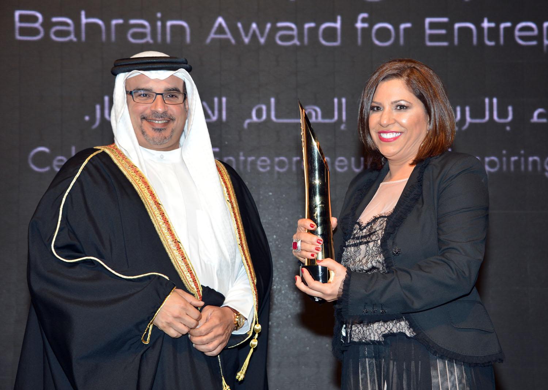 الدكتورة لمياء محمود، مركز الدكتورة لمياء التخصصي لعلاج الأسنان بالليزر - لفئة المؤسسات الصغيرة والمتوسطة