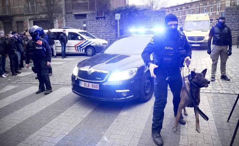 قوات الأمن البلجيكية تنتشر في الحي الذي اعتقل فيه صلاح عبدالسلام - AFP