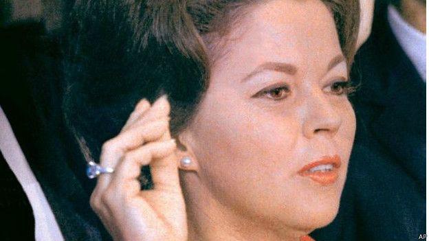 ارتدت تيمبل الخاتم عند ادائها اليمين مندوبة لدى الامم المتحدة عام 1969