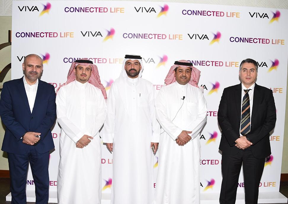 الإدارة التنفيذية لـ VIVA البحرين أثناء اطلاقهم حلول رقمية في مملكة البحرين