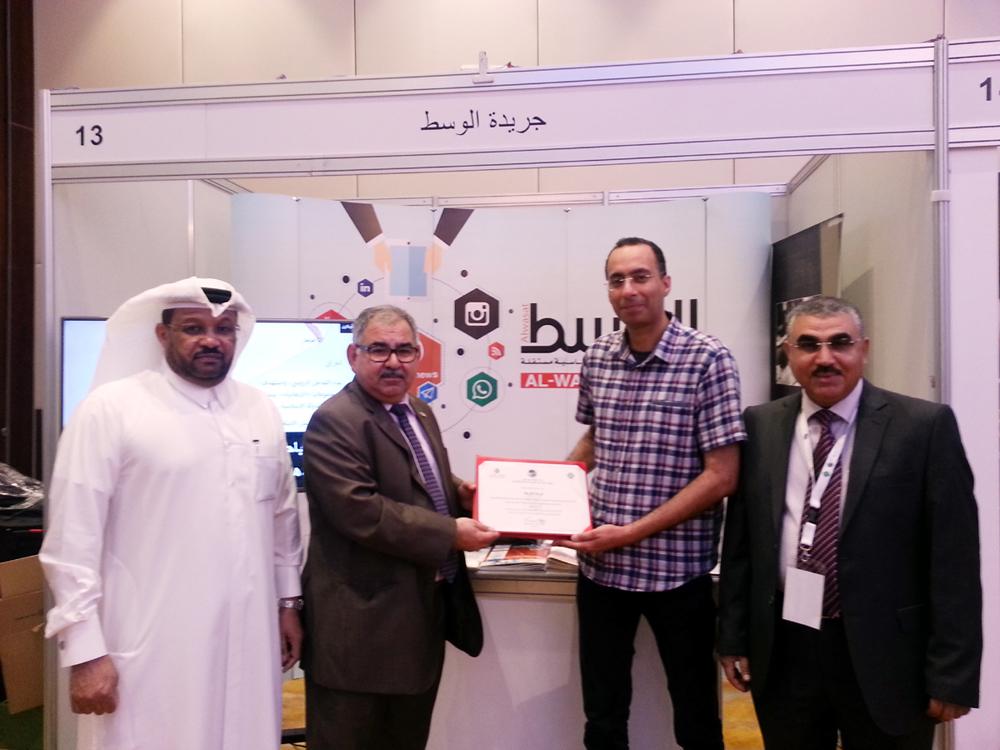 الزميل منذر المطوع يتسلم شهادة التكريم من اتحاد المهندسين العرب