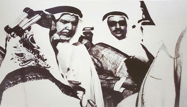 الشيخ عبدالله السالم والشيخ عبدالله المبارك في استقبال أمير البحرين سمو الشيخ سلمان بن حمد