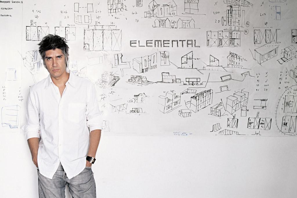 المعماري اليخاندرو أرافينا، الفائز بجائزة بريتزكر لعام 2016