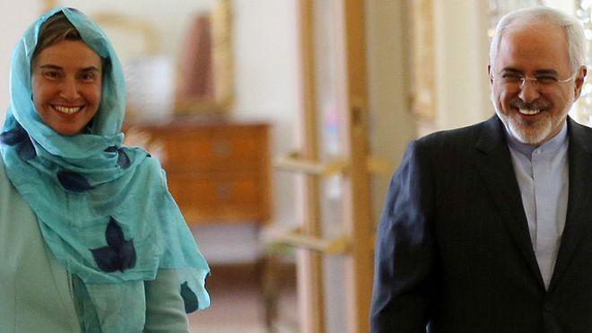 مفوضة السياسة الخارجية بالاتحاد الأوروبي برفقة وزير الخارجية الإيراني محمد جواد ظريف