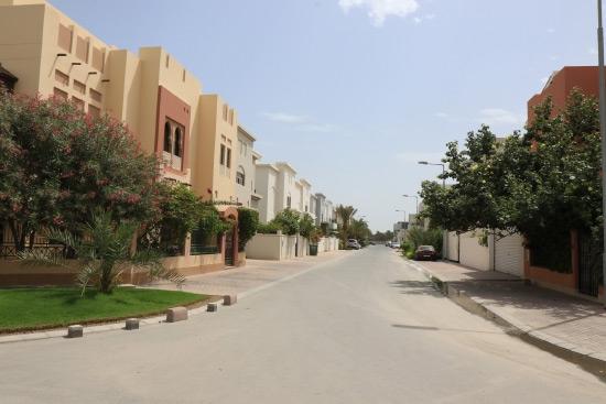 أحد الشوارع «النموذجية» في المنطقة الجديدة من مقابة