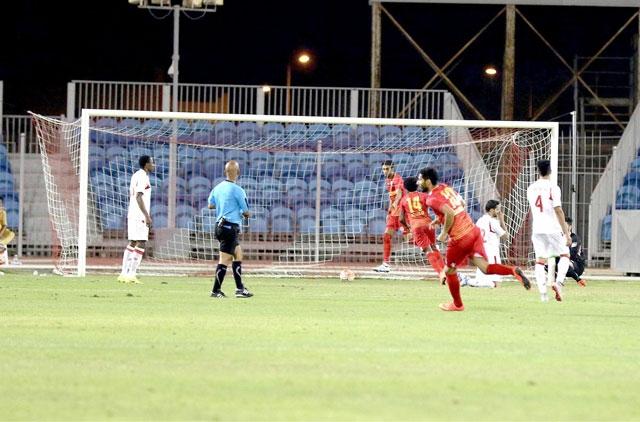 المحرق حوّل تأخره إلى فوز على الشرقي - تصوير : عيسى إبراهيم