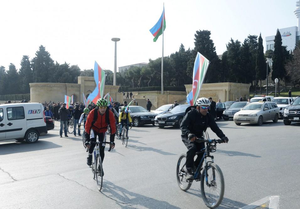 رياضيون يزورون ضريح  حيدرعلييف ( صورة ارشيفية)