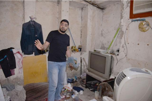 ابن علي الخباز يتحدث إلى «الوسط» في غرفة والده المتمسك بها رغم قدمها