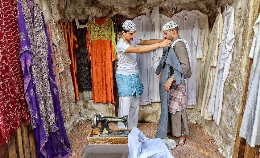 تفصيل الملابس عند الخياط