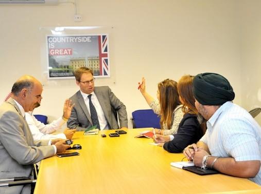 وزير الدولة البريطاني<br />توبياس إلوود ينصت إلى<br />الأسئلة في المؤتمر الصحافي<br />أمس - تصوير عقيل الفردان