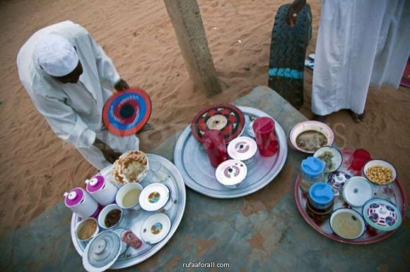 بالصور السودانيون يفضلون الإفطار عند أبواب منازلهم منوعات صحيفة الوسط البحرينية مملكة البحرين