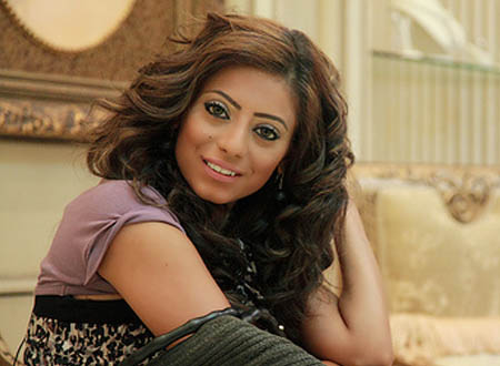 الفنانة البحرينية شذى سبت