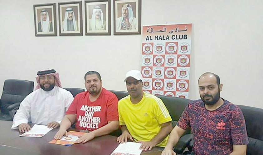 صديق زويد وعبدالناصر حسن لدى توقيعهما للحالة