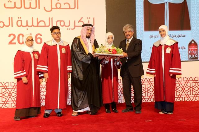 «الخيرية الملكية» احتفت أمس بتكريم الأيتام المتفوقين - تصوير : محمد المخرق