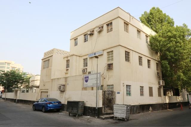 30 مدرسة تفاجأن بقرار سحب ترخيص مدرسة دلمون الخاصة عبر الصحافة - تصوير : محمد المخرق