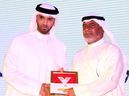 تكريم الدخيل بجائزة أفضل مدرب - تصوير محمد المخرق