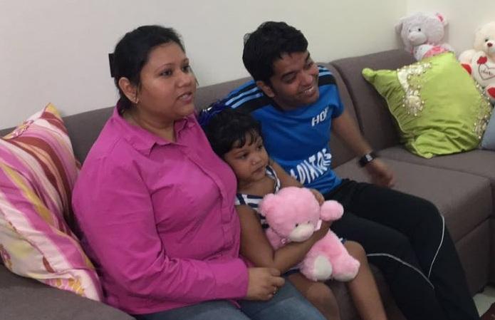 الطفلة المختطفة مع عائلتها بعد العثور عليها