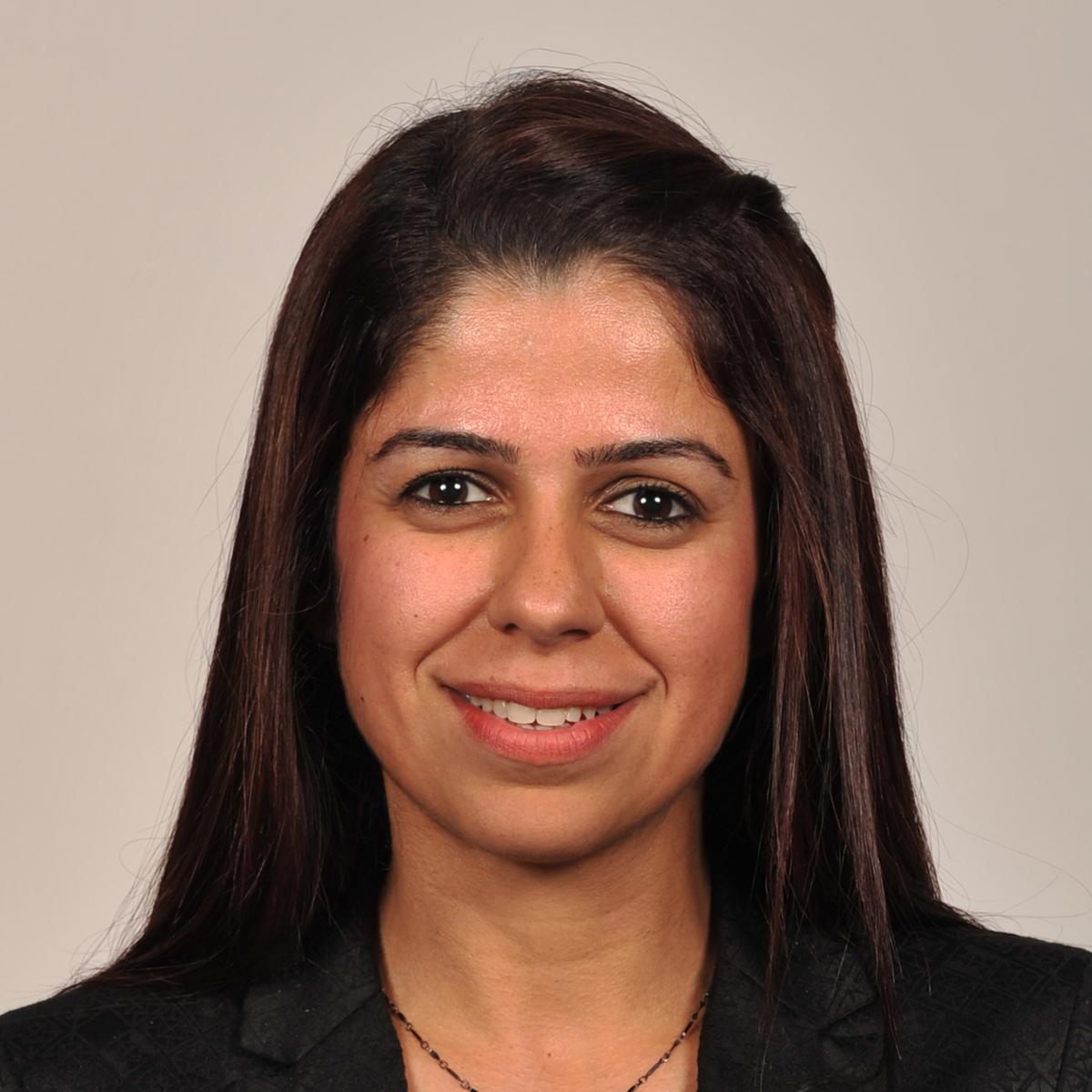 مديرة إدارة المناهج والتطوير الأكاديمي إيما جناحي