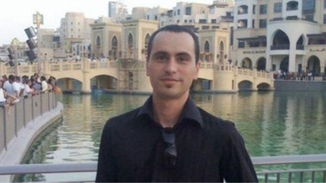 روج سكوت ريتشاردز لجمع تبرعات خيرية عبر صفحته على موقع فيسبوك وهو ما يحظره القانون الإماراتي