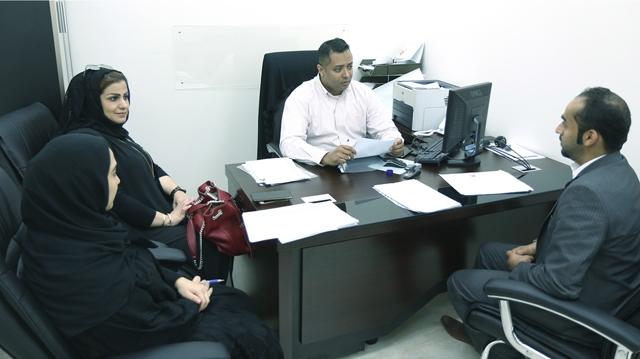 باحثون عن عمل خلال مراجعتهم لوزارة العمل