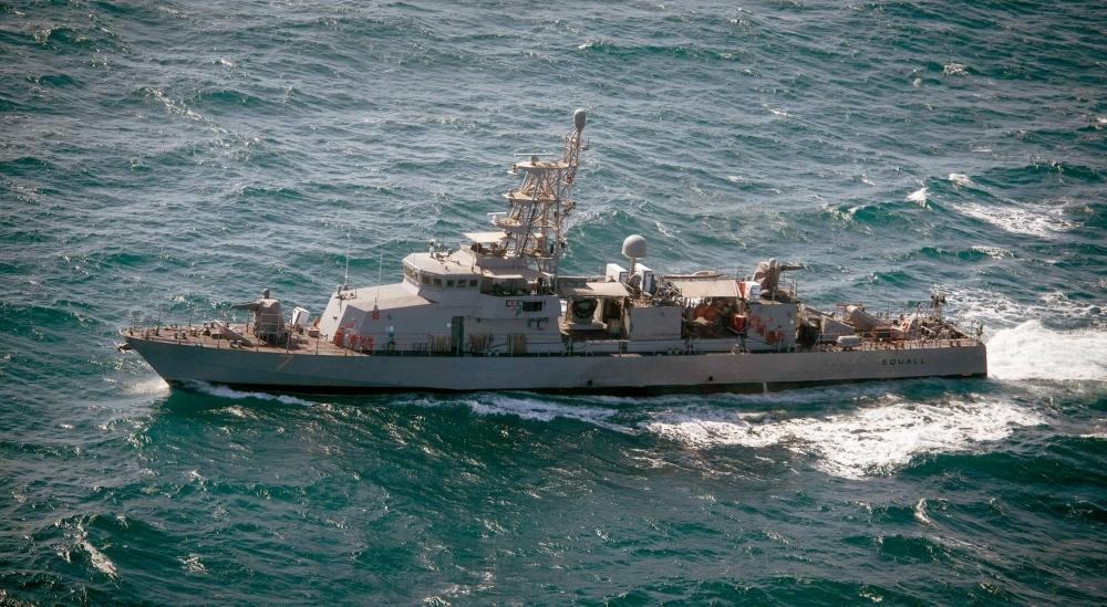 سفينة حربية أميركية تطلق طلقات تحذيرية باتجاه زورق إيراني