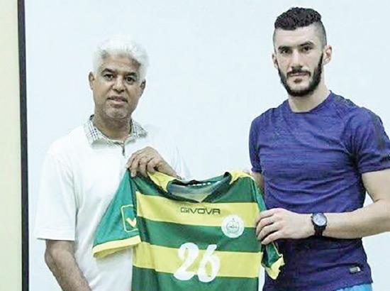 السوري عامر يرفع قميص فريق المالكية