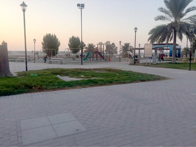 ساحل أبوصبح كما بدا بأعداد محدودة من المرتادين