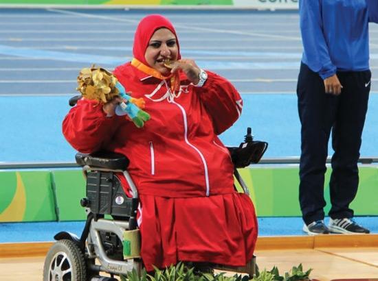 فاطمة عبدالرزاق متوجة بالميدالية الذهبية