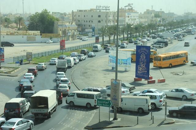 الاختناق المروري بشارع البديع أصبح مشهداً مألوفاً بشكل يومي - تصوير أحمد آل حيدر