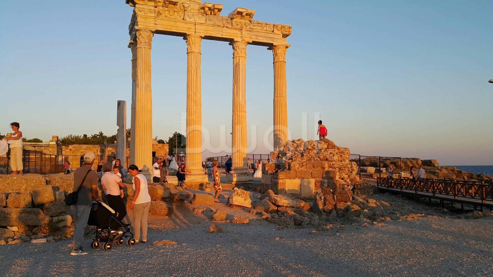 المعبد الروماني في انطاليا