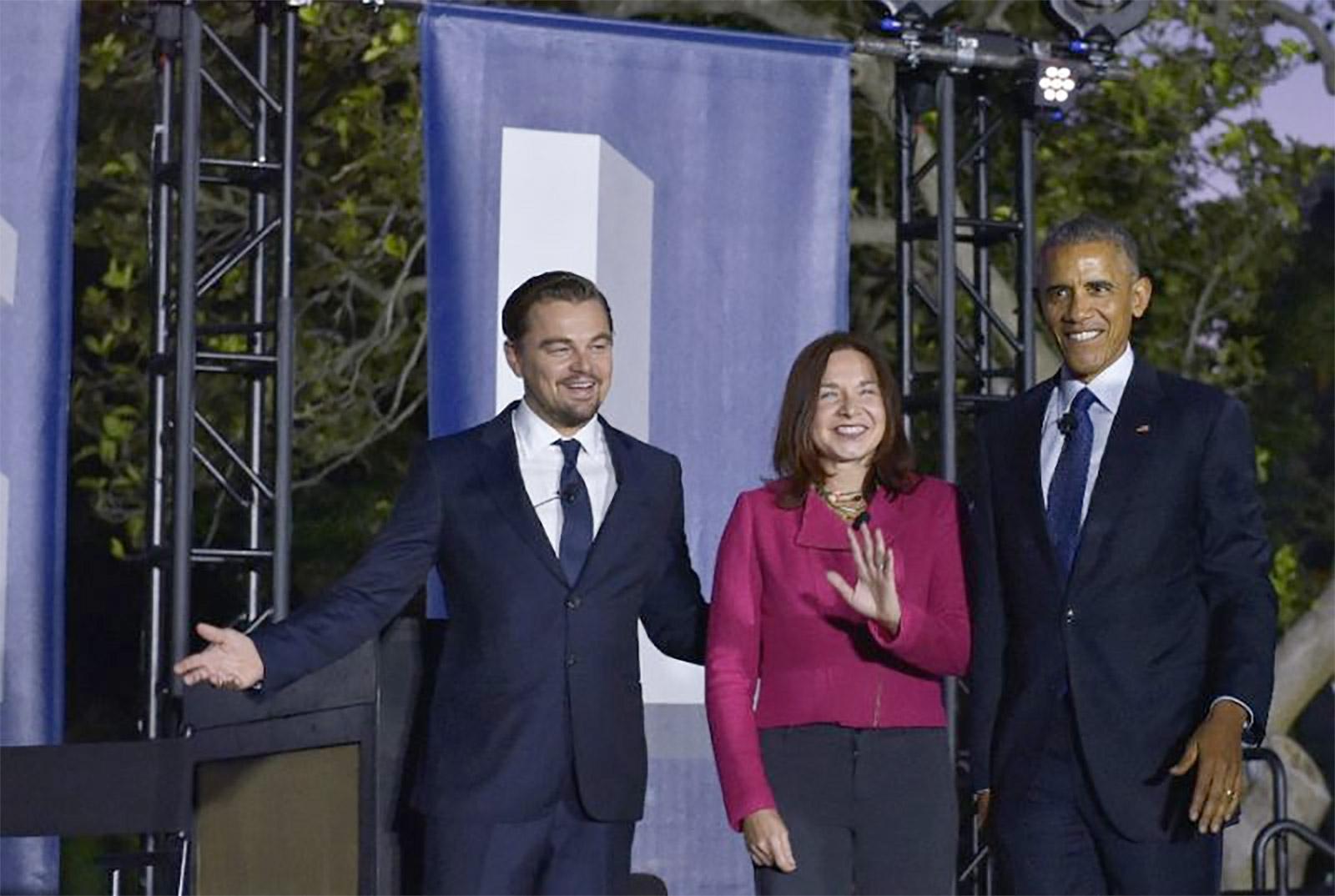 (من اليسار) الممثل ليوناردو دي كابريو، عالمة المناخ كاثرين والرئيس الأميركي باراك أوباما