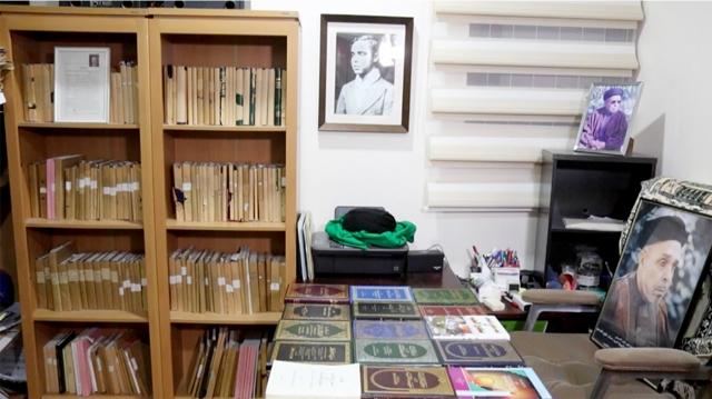 مكتبة الراحل ومؤلفاته - تصوير : محمد المخرق