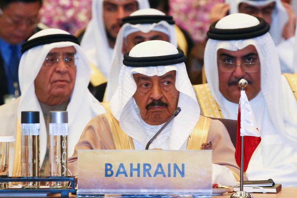 رئيس الوزراء خلال ترؤسه وفد البحرين في أعمال القمة الثانية لمنتدى الحوار الآسيوي (REUTERS)