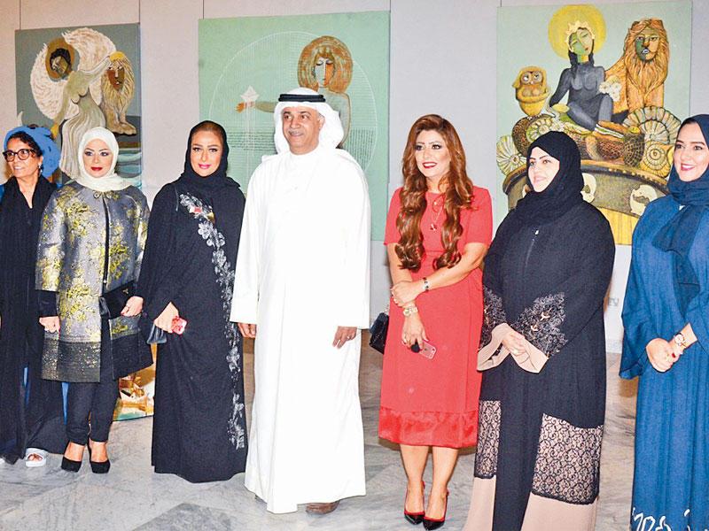 الفنانات الخليجيات خلال افتتاح المعرض بالكويت