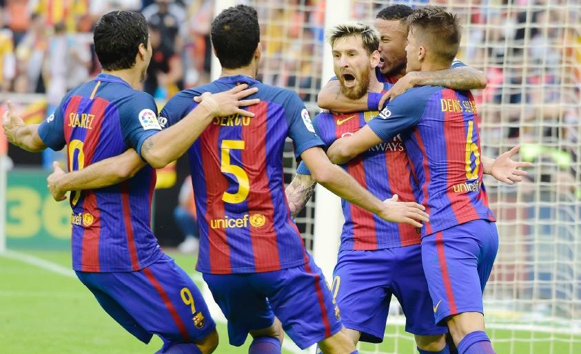فرحة برشلونية كبيرة بعد الفوز الصعب على فالنسيا-AFP