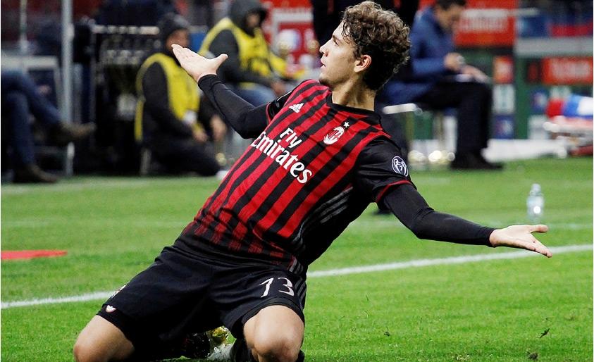 فرحة لوكاتيللي بإحراز هدف الفوز في مرمى «اليوفي»-REUTERS