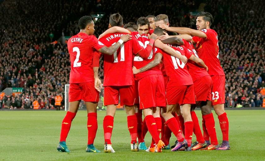 فرحة لاعبي ليفربول بالفوز المستحق على ويست بروميتش - REUTERS