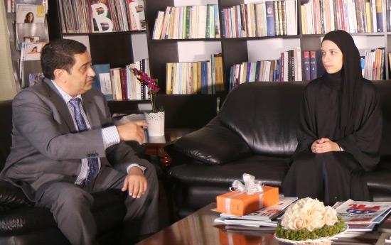 رئيس تحرير «الوسط» متحدثاً مع ولاء البقالي