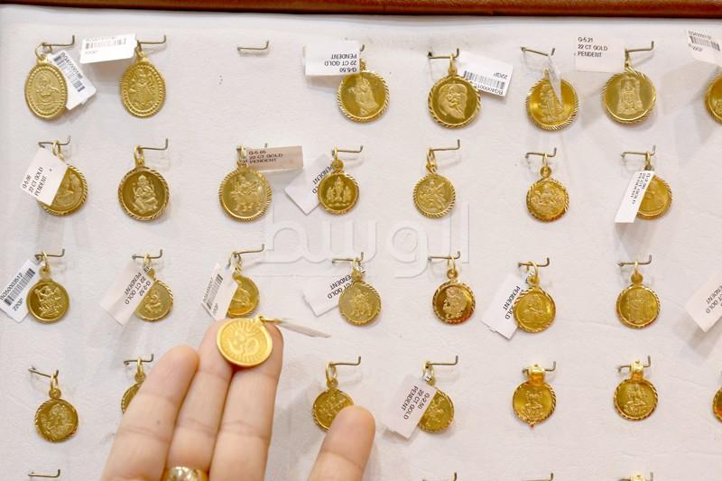 حلي من الذهب البحريني الخالص  عليها رمز الهندوس لعيد الديوالي