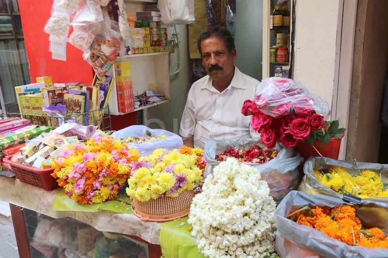 الورود والبخور من طقوس الهندوس في المناسبات الدينية المختلفة