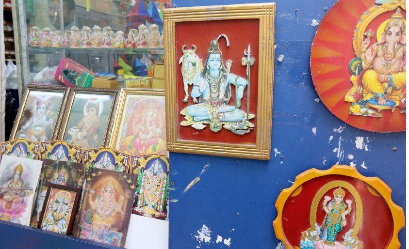 آلهة الهندوس المنتشرة على طول طريق المعبد