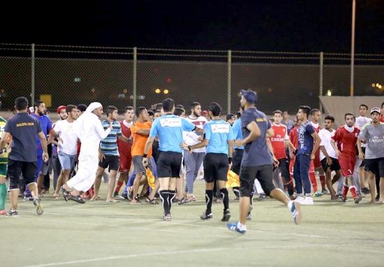 جانب من أحداث نهائي كأس الشباب لكرة القدم بين المالكية والرفاع الشرقي