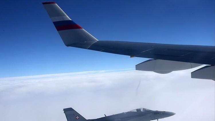 مقاتلات سويسرية تقترب من طائرة تقل وفد الرئيس بوتين